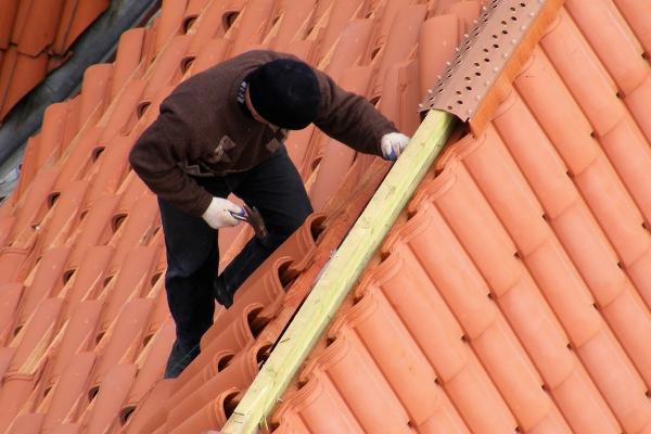 Dachówki Imerys montaż kalenicy